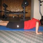 Esercizi per i pettorali piegamenti sulle braccia