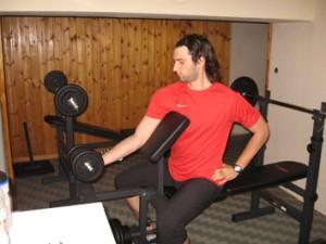 Esercizi per i bicipiti migliora il volume del braccio for Muscolo interno coscia nome