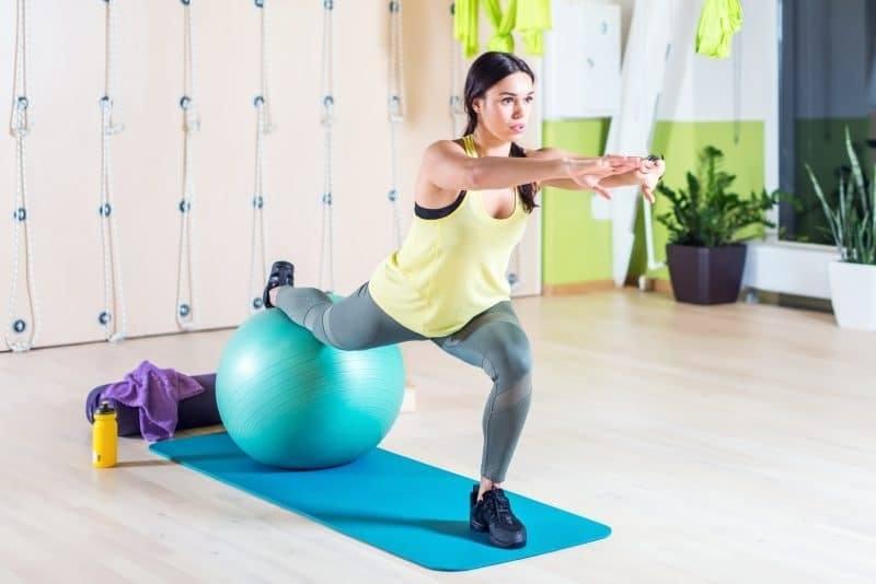 Esercizi per i Glutei con palla fitness
